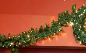 9.5ft LED XP Connectable Christmas Garland Pre-Lit